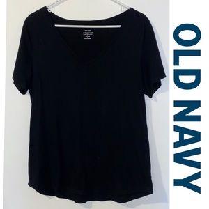 ☘️3/$10☘️Black Old Navy Everywear V Neck Tee